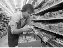 A drugstore clerk in Deerfield, Illinois removes Tylenol capsules from the shelves after reports of tampering, February 18, 1986. (© Roger Ressmeyer/CORBIS)