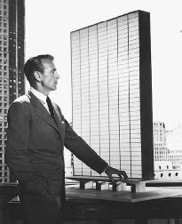 a comparison and contrast of characters in the fountainhead by ayn rand In contrast to the individualistic roark,  uncomfortable with rand's comparison of kennedy to adolf hitler ,  the protagonist of ayn rand's the fountainhead.