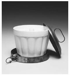 Ceramic bucket for kugel and steamed pudding. Saarland, Germany, circa 1890915. Used in cooking classes of the Verein für Fraueninteressen (Women's Topical Club) in Landau, Germany, until about 1918. The club membership was largely Jewish. ROUGHWOOD COLLECTION. PHOTO CHEW & COMPANY.