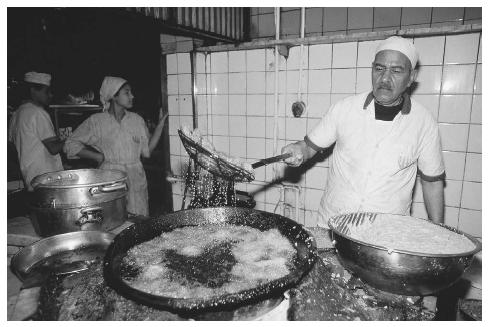 A chef prepares falafel in a restaurant kitchen in Cairo, Egypt.  HANS GEORG ROTH/CORBIS.