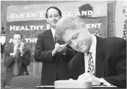 President Bill Clinton signs an executive order at the Department of Agriculture on August 12, 1999, that will enable crop and timber waste to be turned into sources of energy. Reuters Corbis.