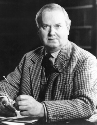 an analysis of the media in scoop by evelyn waugh Unconditional surrender is a 1961 novel by the british novelist evelyn waugh her former hairdresser who was set up as a war hero for media consumption.